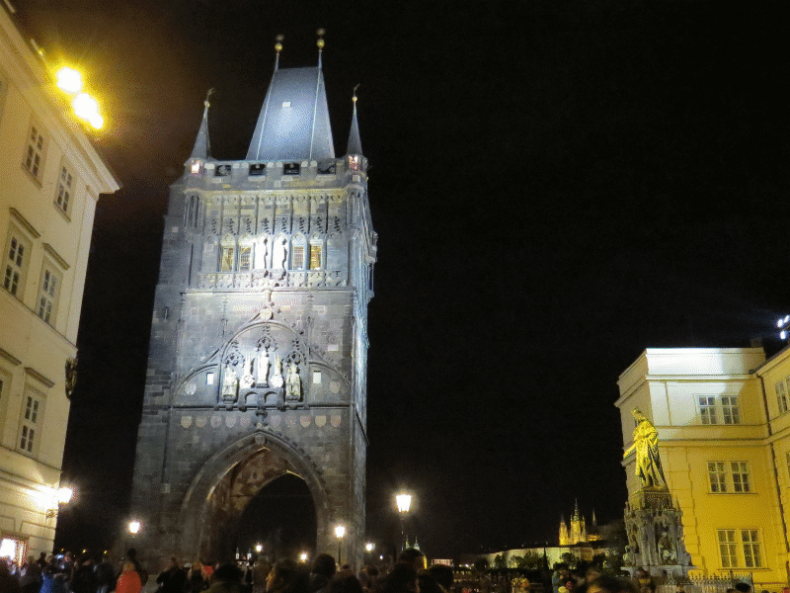 Óvárosi hídtorony Prága éjszaka